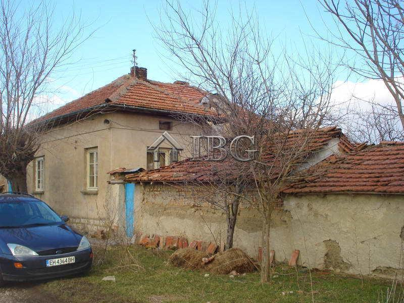 House With 4 Rooms Outbuilding And Yard 5 Km From The