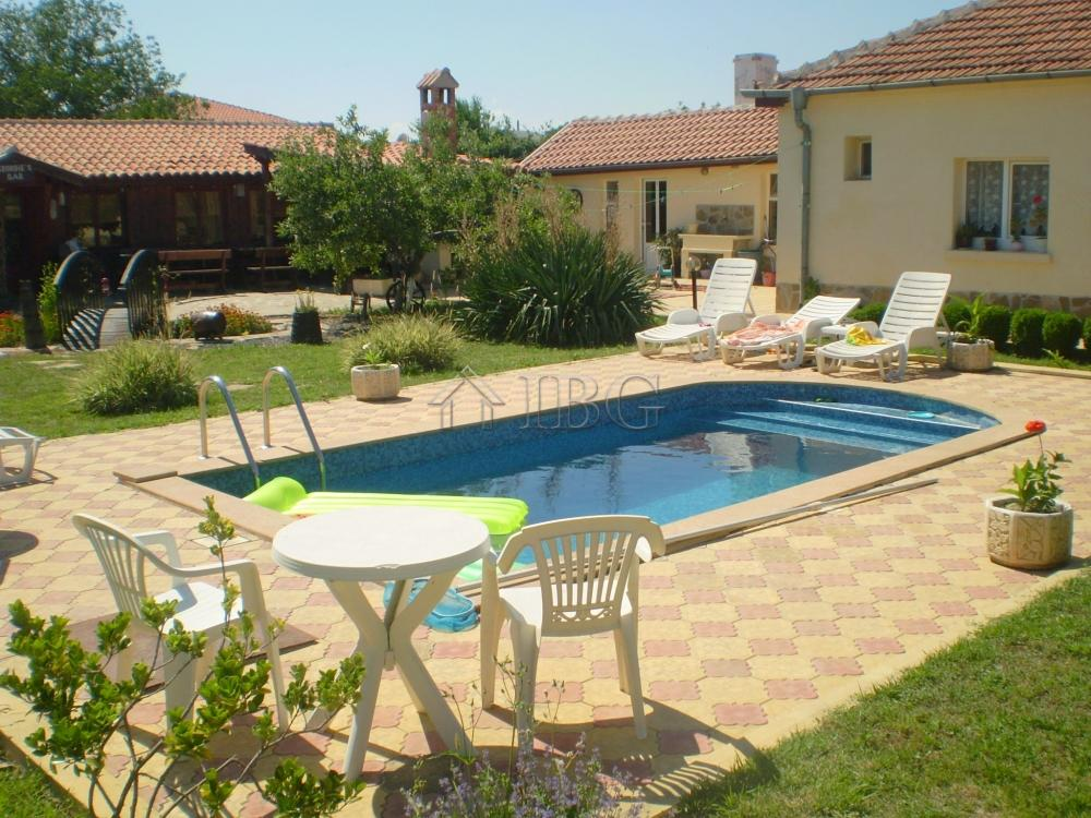 Immobiliers vendre 12 chambres commerce propri t for Acheter maison en bulgarie