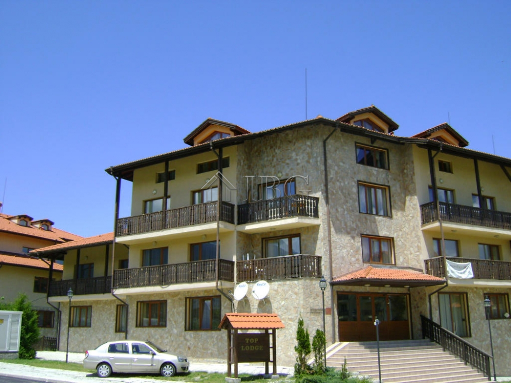 Furnished 2 bedroom apartment with mountain views top lodge bansko ibg real estate for Mountain view 2 bedroom apartments