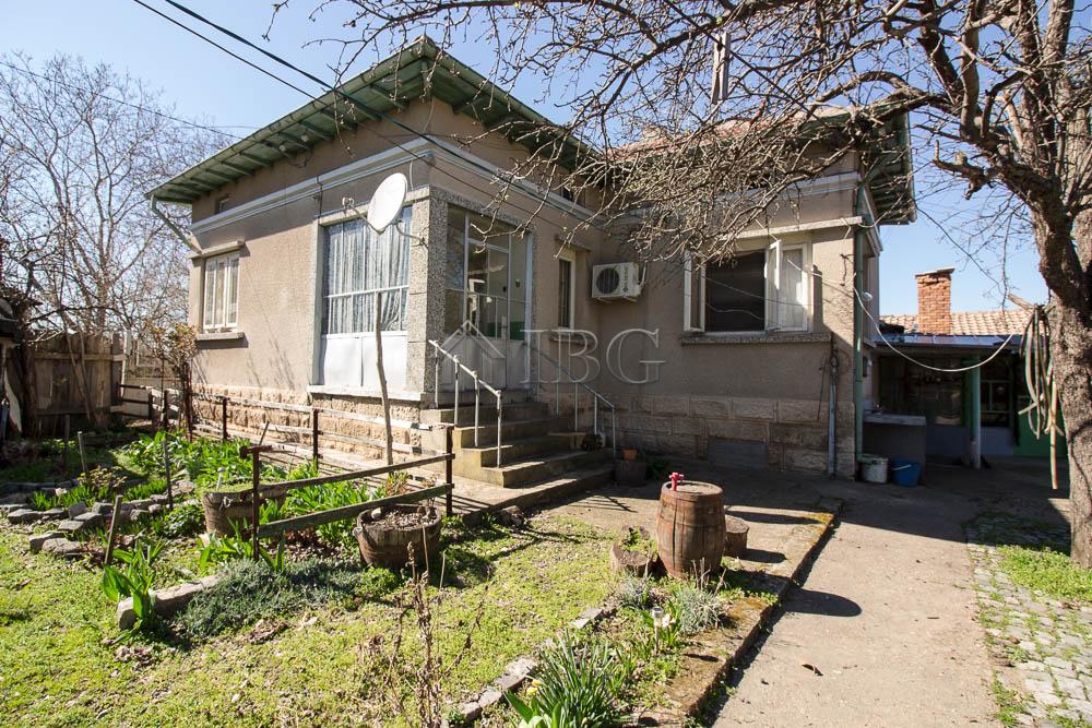 Immobiliers vendre 5 chambres villa maison vendre en v for Acheter maison en bulgarie