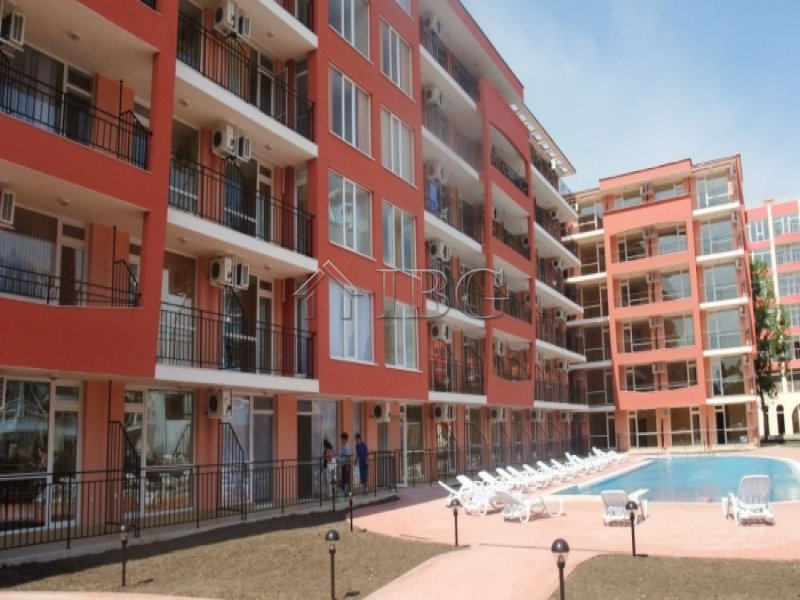 Large Furnished Studio With Pool View In The Centre Of