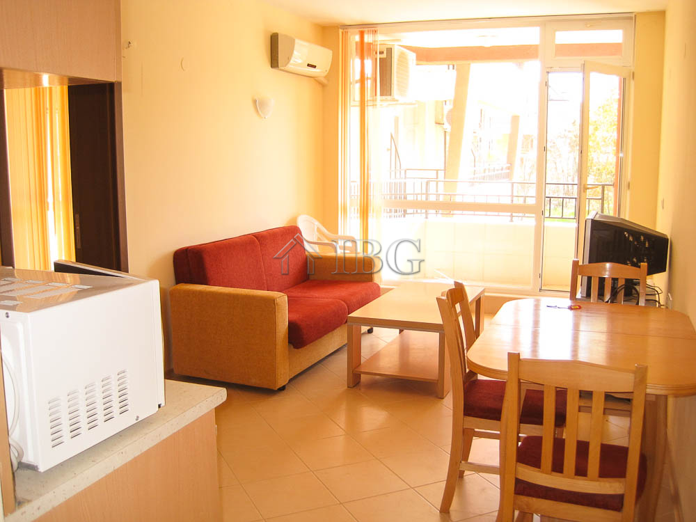 Spacious apartment with 1 bedroom and 2 bathrooms in sunny beach ibg real estate for Spacious one bedroom apartment