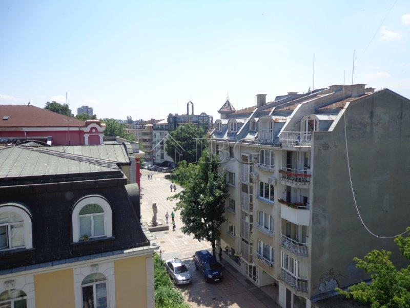 Apartment in the top center of Rousse