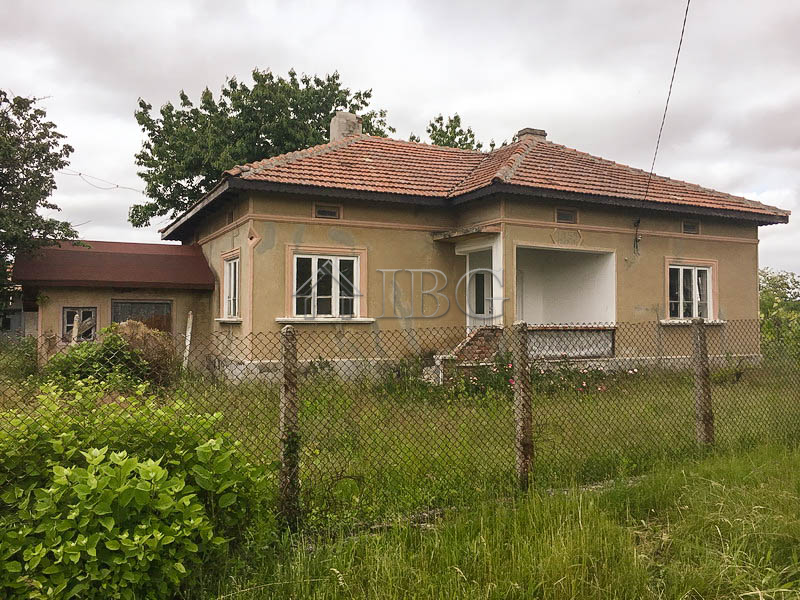 House with 2-bedrooms, 1 bathroom for sale near General Toshevo, 40 km to the sea