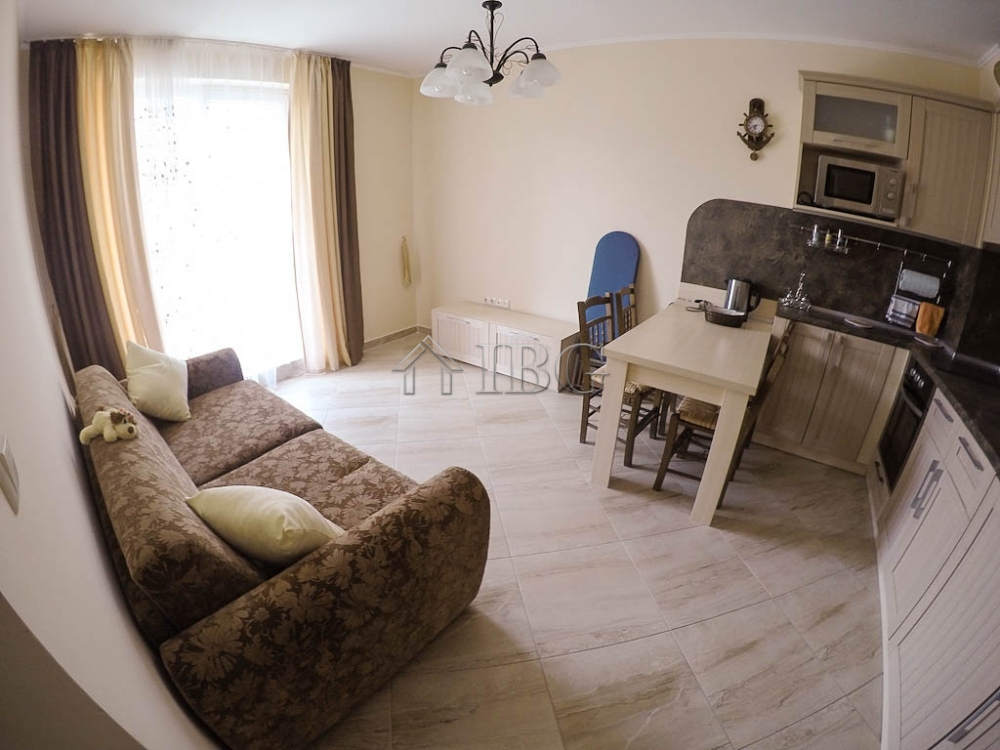 Luxury Furnished 1 Bedroom Apartment With Pool View In