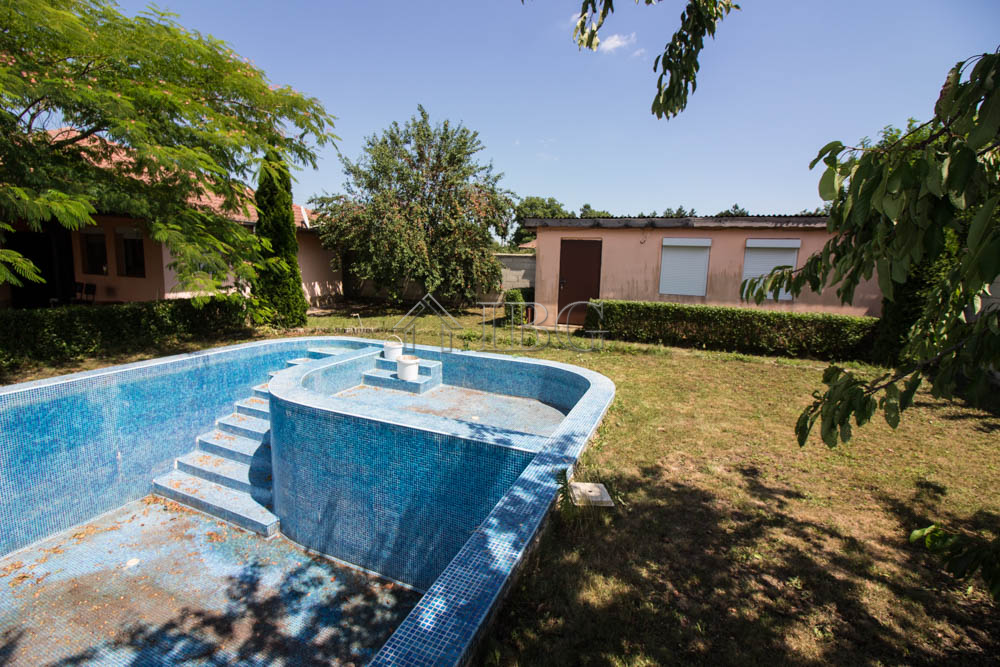 For sale is a 3 bedroom house with big pool and bbq near for Big house for sale with swimming pool