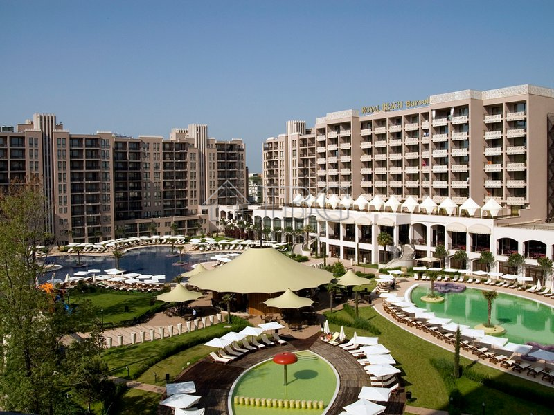 1 Bedroom Apartment With Pool And Sea View In Royal Beach