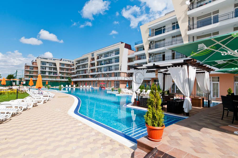 Pool view big studio in grand kamelia sunny beach ibg - Sunny beach pools ...