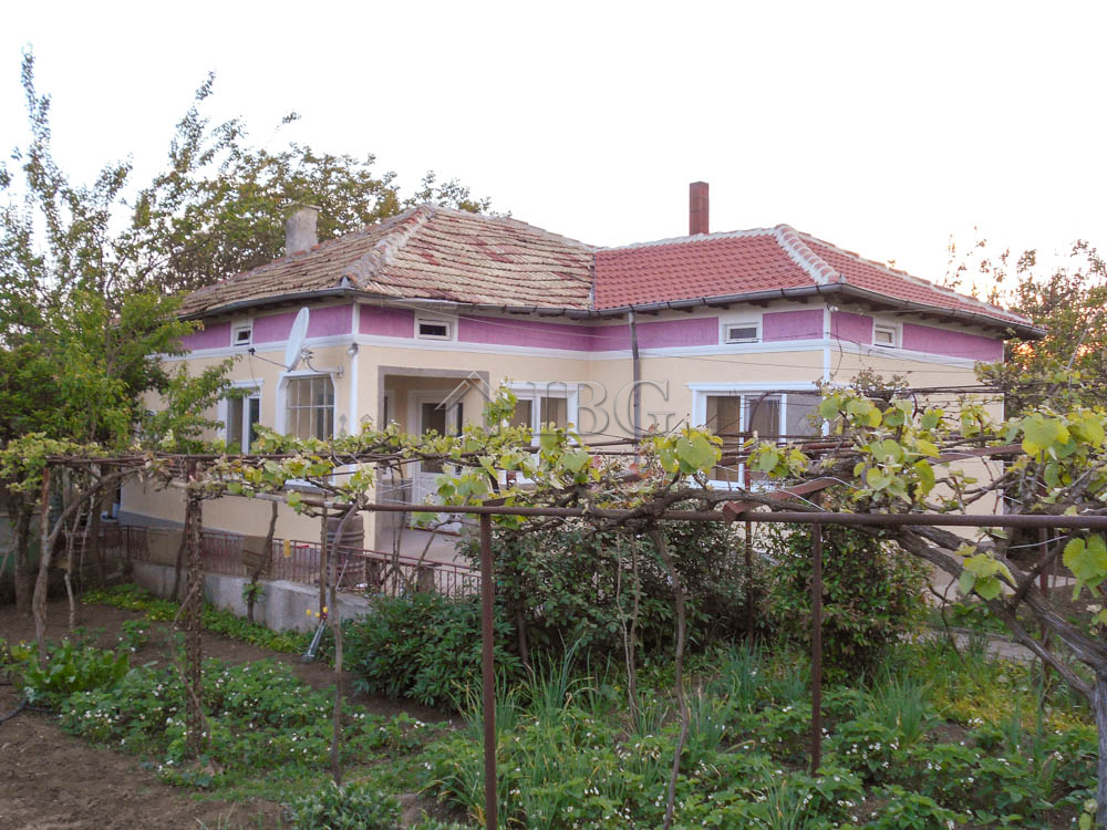 Renovated house with 2 bedrooms near General Toshevo