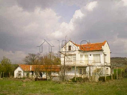 House with 2 bedrooms, big yard and an outbuilding near Yambol, Bulgaria