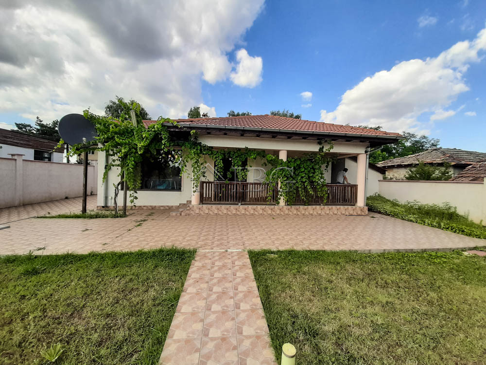 House With 3 Bedrooms 2 Bathrooms Walled Garden With A Pool 5 Km To The Sea