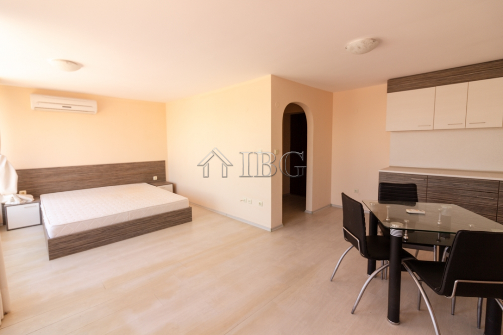 Bright and Spacious 61 sq.m. studio with balcony in Rose Garden, Sunny Beach
