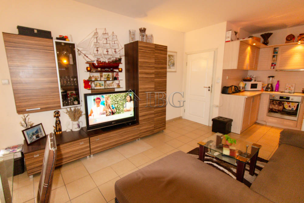 1-bedroom apartment with pool view, 100 m to the beach in Blue Marine, Sunny Beach
