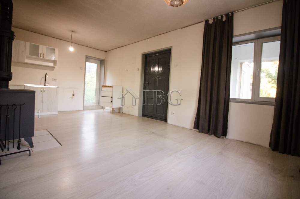 Lovely Partly Renovated House 60 min. driving to the Sea
