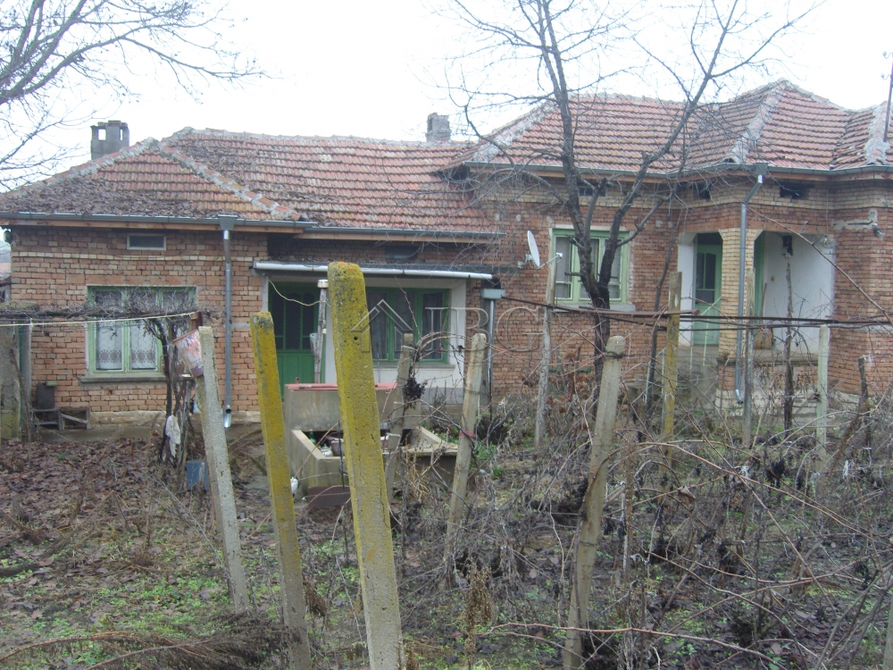 3-Bedroom rural house with outbuildigs and garage near Veliko Tarnovo