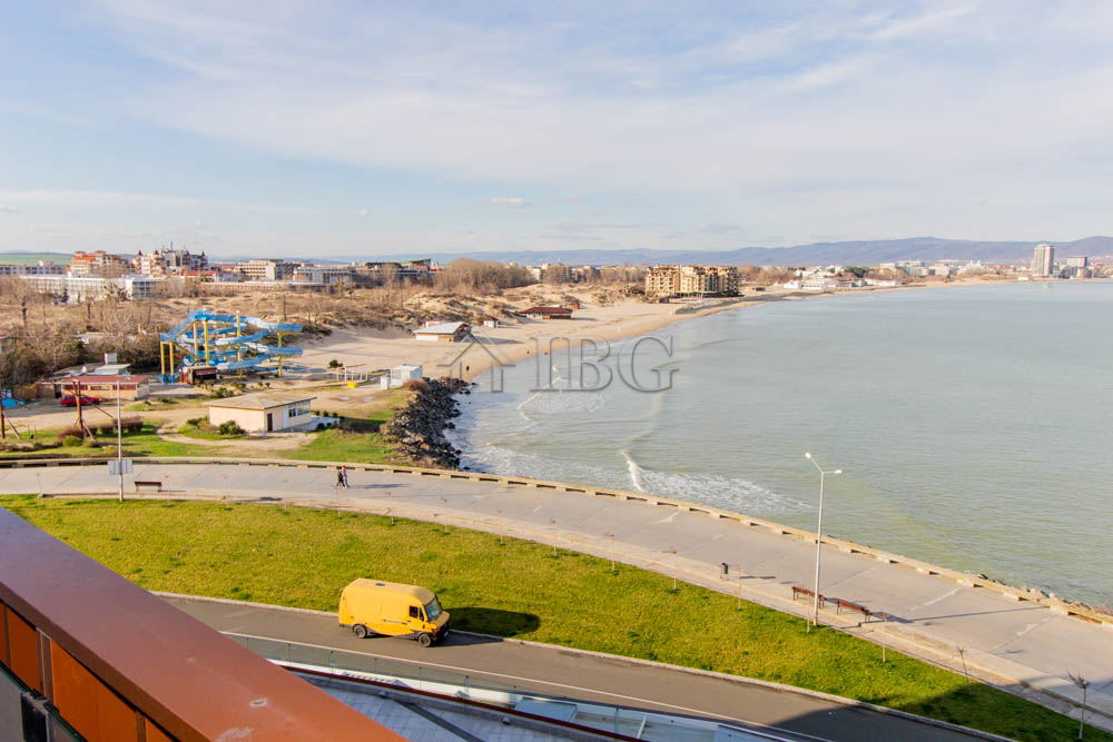 Frontal SEA/POOL view, 1-bedroom apartment in Apart Hotel Paradiso ****, Nessebar
