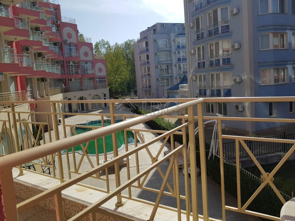 TOP Price! Big 64 sq.m. studio with Pool View in Rose Garden, Sunny Beach