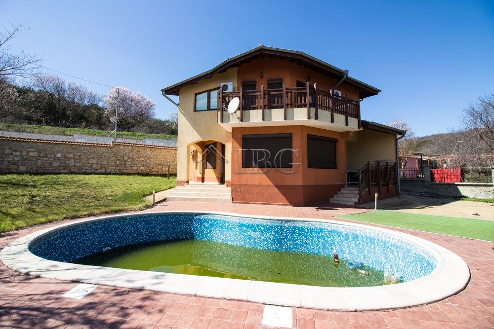 Sea/Pool view House with 4 Bedrooms and 3 Bathrooms just 5 min to the Beach. No maintenance fee!