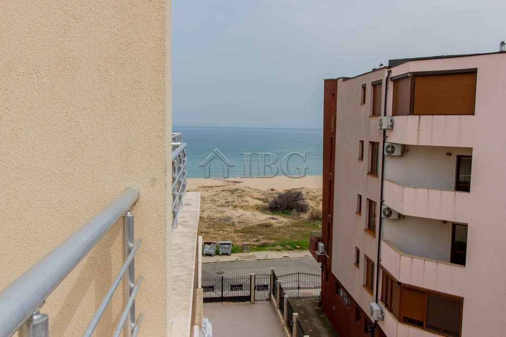 Beachfront 1-bedroom apartment with partial SEA view in Horizont, Sozopol