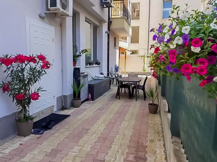 1-bedroom apartment with yard, few steps from the beach in Pomorie. No maintenance fee
