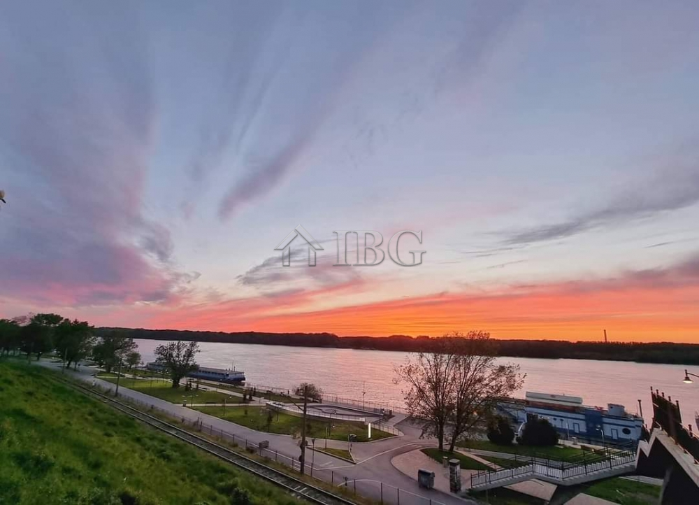 Spacious 2-bedroom apartment with direct unconcealed VIEW to DANUBE RIVER