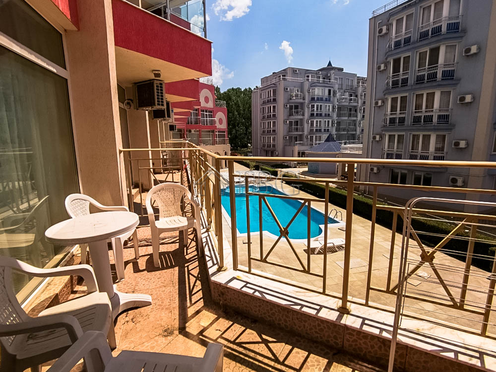 Spacious studio with POOL view in Rose Garden, Sunny Beach