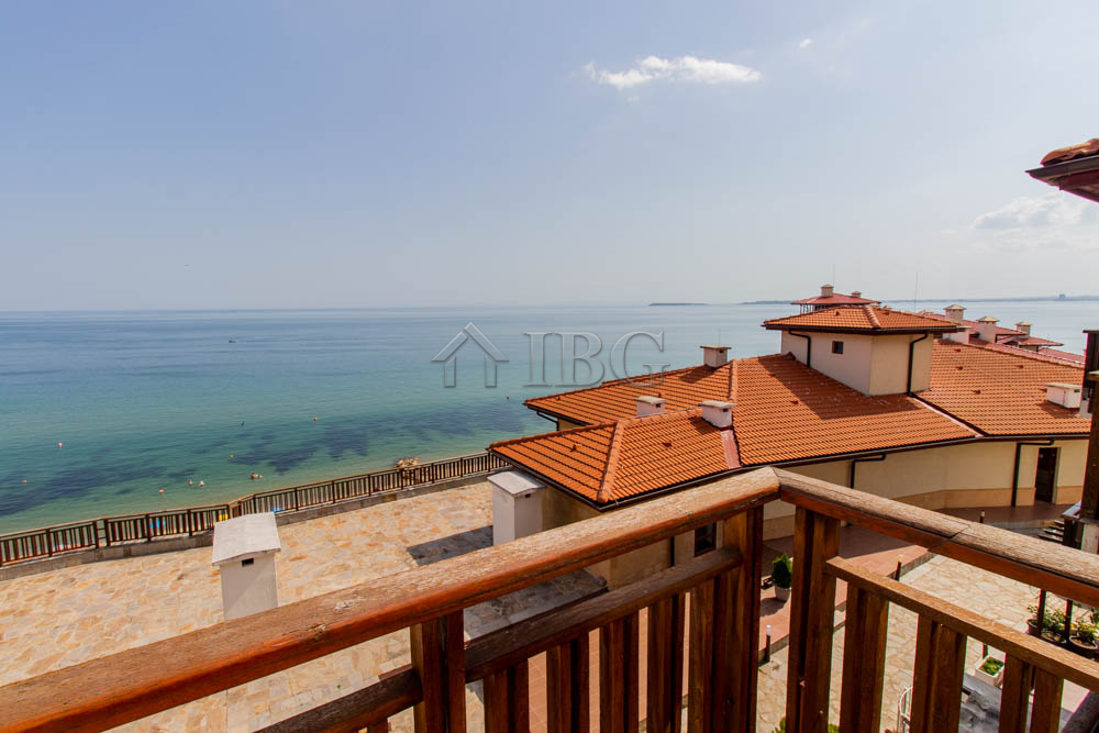 Beachfront! Studio with Frontal Sea View in Garden of Eden, Sveti Vlas